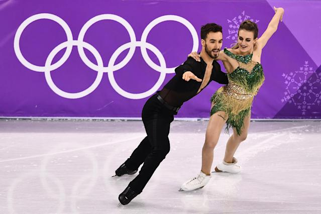 <p>France's Gabriella Papadakis and France's Guillaume Cizeron compete in the ice dance short dance of the figure skating event during the Pyeongchang 2018 Winter Olympic Games at the Gangneung Ice Arena in Gangneung on February 19, 2018. / AFP PHOTO / ARIS MESSINIS </p>