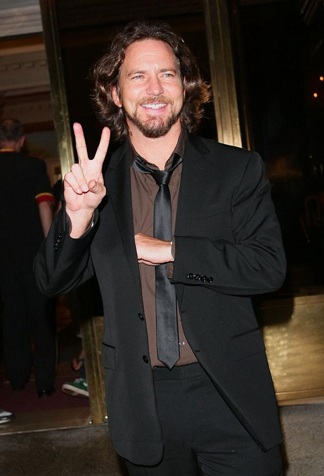 "Few men can successfully rock scruff, and even fewer can rock longish locks. However, Pearl Jam's Eddie Vedder makes both look effortless. Jackson Lee/<a href=""http://www.splashnewsonline.com"" target=""new"">Splash News</a> - August 7, 2008"