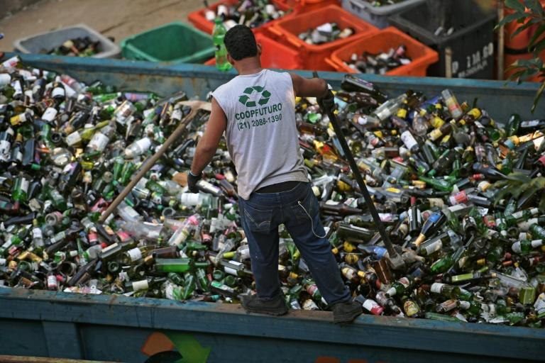 Brazil is the world's fourth biggest producer of plastic rubbish, but recycling efforts have lagged