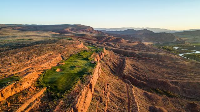 "<div class=""caption""> The reachable par-4 13th at Sand Hollow is one of four holes strung along a ledge. </div> <cite class=""credit"">Brian G. Oar - Fairways Photography</cite>"