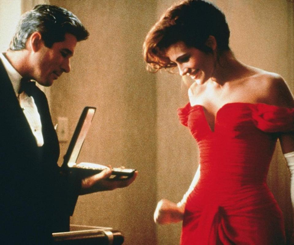 Editorial use only. No book cover usage. Mandatory Credit: Photo by Touchstone/Kobal/Shutterstock (5884486l) Richard Gere, Julia Roberts Pretty Woman – 1990 Director: Garry Marshall Touchstone Pictures USA Scene Still Comedy