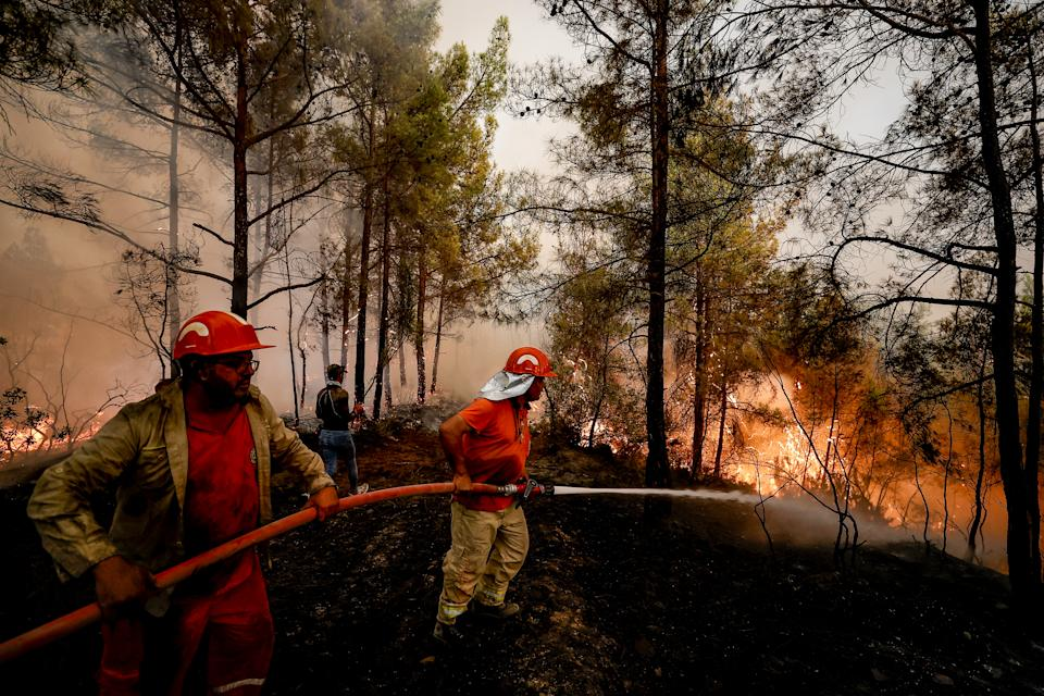 ANTALYA, TURKEY - AUGUST 01: Firefighters fight against forest fires broke out in Antalya as ground and aerial extinguishing operations continue on August 01, 2021 in Antalya, Turkey. Turkish authorities maintain their tireless efforts to contain forest fires that erupted in various parts of the country, particularly the southern regions. (Photo by Mustafa Ciftci/Anadolu Agency via Getty Images)