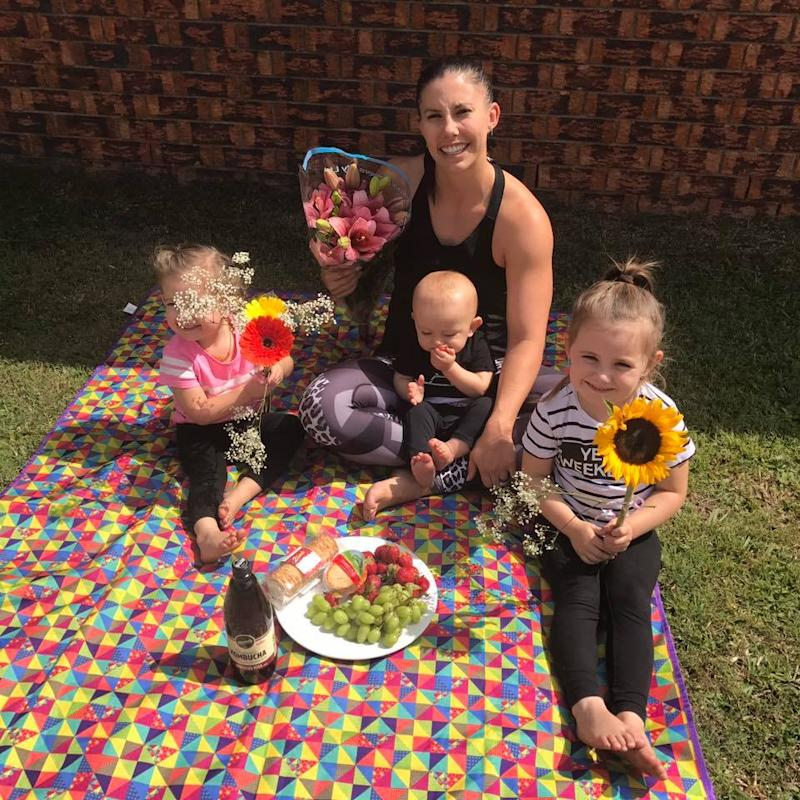 Hannah Baxter with her kids | Facebook
