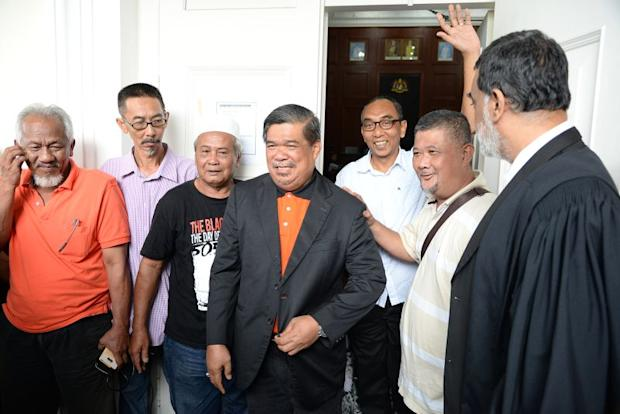 Opposition politician Mohamad Sabu (centre) is seen at the Penang High Court today, March 31, 2017. ― Picture by KE Ooi