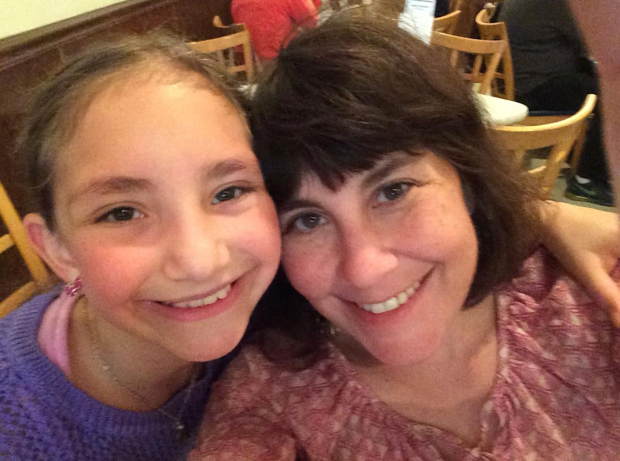 Debi Lewis and her daughter Sammi out to eat at one of their favorite local restaurants. (Photo: Courtesy of Debi Lewis)