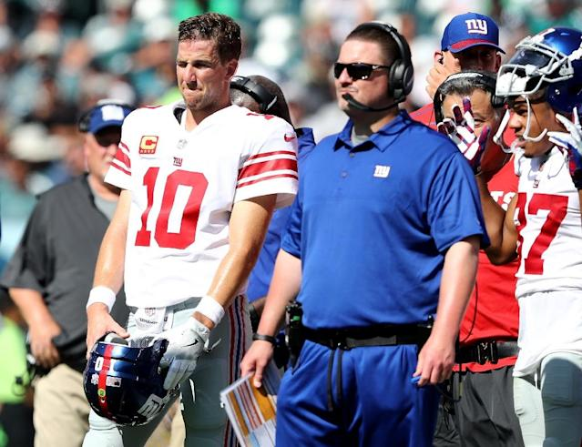 New York Giants quarterback Eli Manning (L), whose streak of 210 consecutive starts ended when McAdoo benched him in favor of backup Geno Smith, is looking forward to getting back on the field (AFP Photo/ELSA)