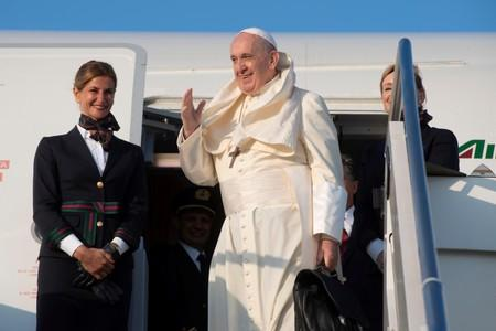 Pope calls U.S. conservative attacks an 'honour'