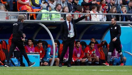 Soccer Football - World Cup - Group A - Egypt vs Uruguay - Ekaterinburg Arena, Yekaterinburg, Russia - June 15, 2018 Egypt coach Hector Cuper gestures during the match REUTERS/Andrew Couldridge