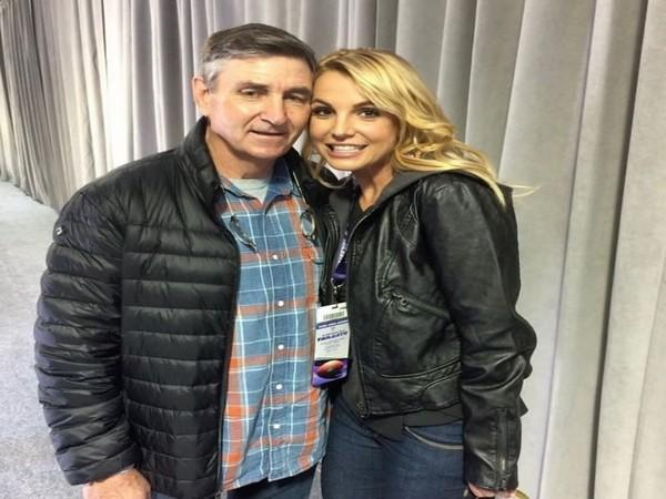 Britney Spears with father Jamie Spears (Image source: Instagram)