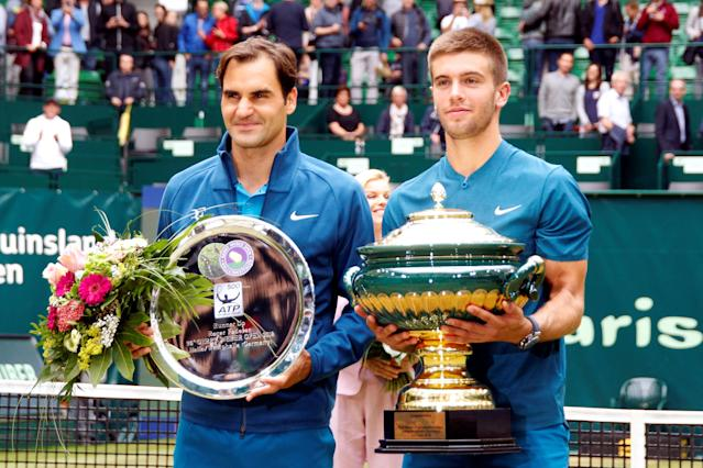 Tennis - ATP - Halle Open Finals - Gerry Weber Stadion, Halle, Germany - June 24, 2018 Croatia's Borna Coric (R) poses with the trophy alongside Switzerland's runner up Roger Federer after winning the final REUTERS/Leon Kuegeler