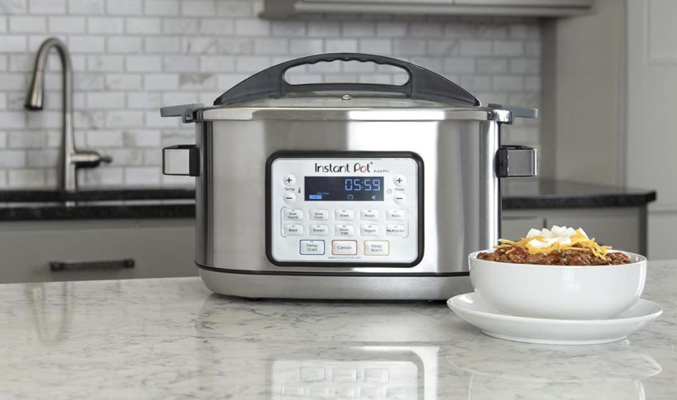 Eight quarts of chili, mac and cheese or stew? Yes please. (Photo: Amazon)