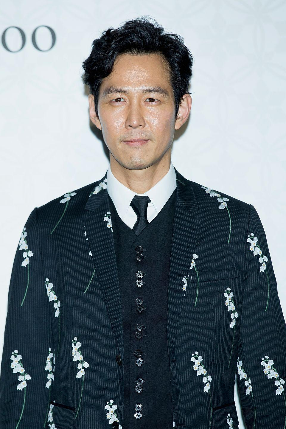 <p>Jung-jae, 48, plays a gambler in the Game, but he started out his career in South Korea as a fashion model. In 1999 he won the Best Actor award at the Blue Dragon Film Awards for City of the Rising Sun and starred in films such as An Affair and Housemaid. In recent years, however, he has also been known for becoming a restauranteur and owns an Italian restaurant in Daehangno, Seoul named after his film Il Mare. A former student of interior design, it's believe he often designs the interiors of his eateries and works alongside his friend and partner Jung Woo-sun (who is a fellow City of the Rising Sun actor) in several business ventures.</p>