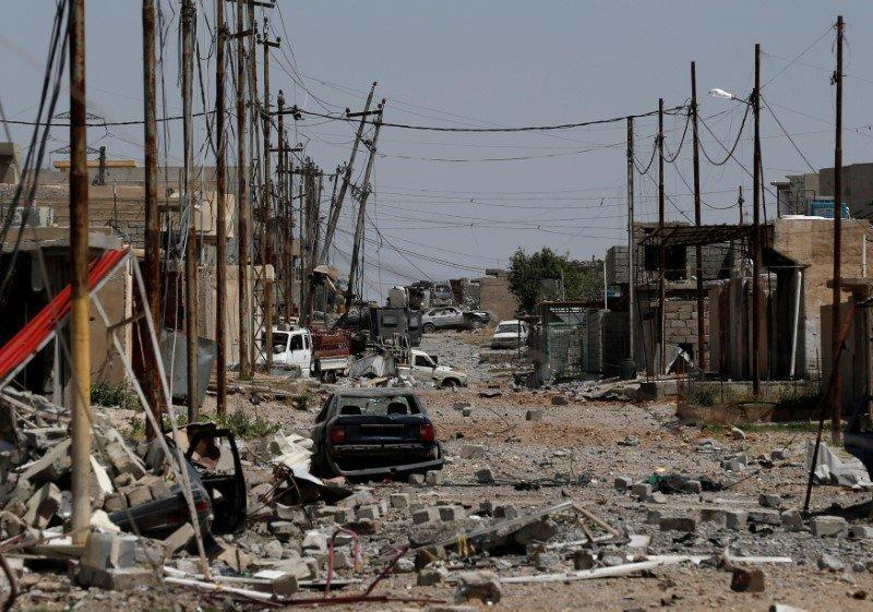 Debris is seen on a street controlled by Iraqi forces fighting the Islamic State fighters in north west of Mosul, Iraq, May 9, 2017. REUTERS/Danish Siddiqui
