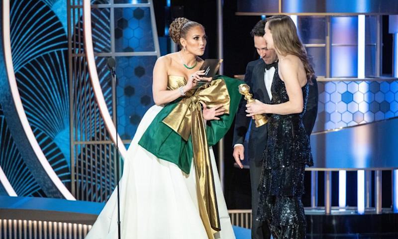 Bowing in … Jennifer Lopez and Paul Rudd give Hilda Guðnadóttir the Golden Globe Award for best original score – motion picture for Joker.