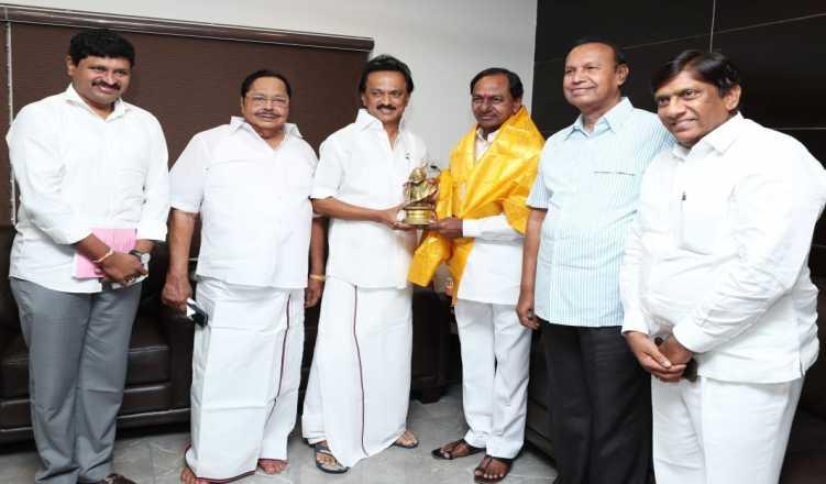 Working to form 'Federal Front' for a say in policy-making at Centre: TRS
