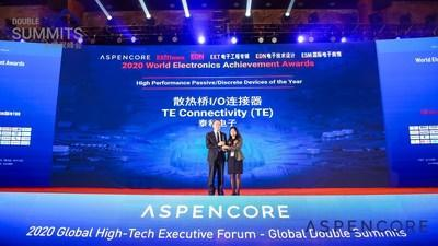 """Zhiliang Yu (left), Engineering Director, Manufacturing Process Development, TE's Data and Devices business unit, accepted the """"High Performance Passive/Discrete Devices of the Year"""" award on behalf of TE."""