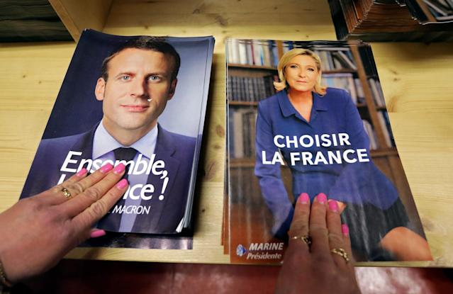 <p>Civil servants prepare electoral documents for the second round of 2017 French presidential election between candidates Emmanuel Macron and Marine Le Pen in Nice, France, May 3, 2017. (Eric Gaillard/Reuters) </p>