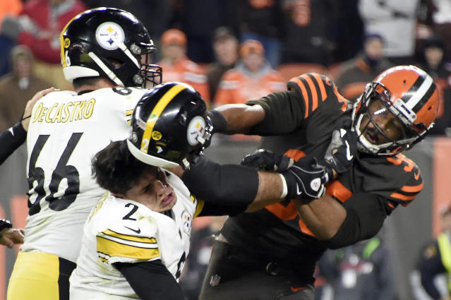 """Browns pass rusher Myles Garrett committed a terrible act at the end of Thursday's game against the <a class=""""link rapid-noclick-resp"""" href=""""/nfl/teams/pittsburgh/"""" data-ylk=""""slk:Steelers"""">Steelers</a>, but he'll still be part of Chris Long's charitable team. (Photo by Jason Miller/Getty Images)"""