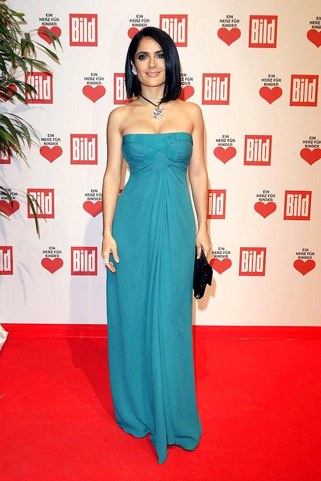 "Salma Hayek showed off her amazing hourglass figure -- and a sleek new 'do -- in a turquoise strapless number when she attended the Ein Herz fuer Kinder (A Heart for Children) Gala in Berlin, Germany. Florian Seefried/<a href=""http://www.gettyimages.com/"" target=""new"">GettyImages.com</a> - December 12, 2009"