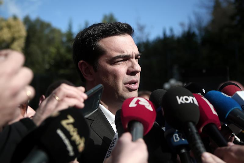 Main opposition leftist Syriza party leader Alexis Tsipras speaks to media as he leaves from the Greek Parliament after the third round of a three-stage presidential election at the Greek parliament in Athens on December 29, 2014 (AFP Photo/Angelos Tzortzinis)