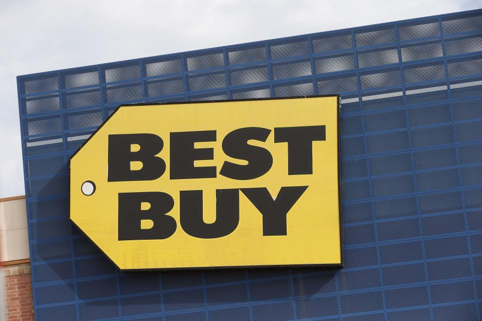 "Best Buy has had a pretty great year, with its stock up 62.33 per cent as of mid-December, with profitability in its most recent quarter coming in better than expected. Sales are also expected to get a boost in 2020 <a href=""https://ca.finance.yahoo.com/news/best-buy-dicks-sporting-goods-earnings-what-to-know-in-markets-tuesday-011906248.html"" data-ylk=""slk:thanks to investments in e-commerce and delivery;outcm:mb_qualified_link;_E:mb_qualified_link;ct:story;"" class=""link rapid-noclick-resp yahoo-link"">thanks to investments in e-commerce and delivery</a>. (AP Photo/Jim Mone)"