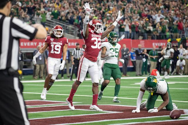 Oklahoma DB Delarrin Turner-Yell (No. 32) reportedly will miss the Peach Bowl with a collarbone injury. (Photo by Matthew Visinsky/Icon Sportswire via Getty Images)