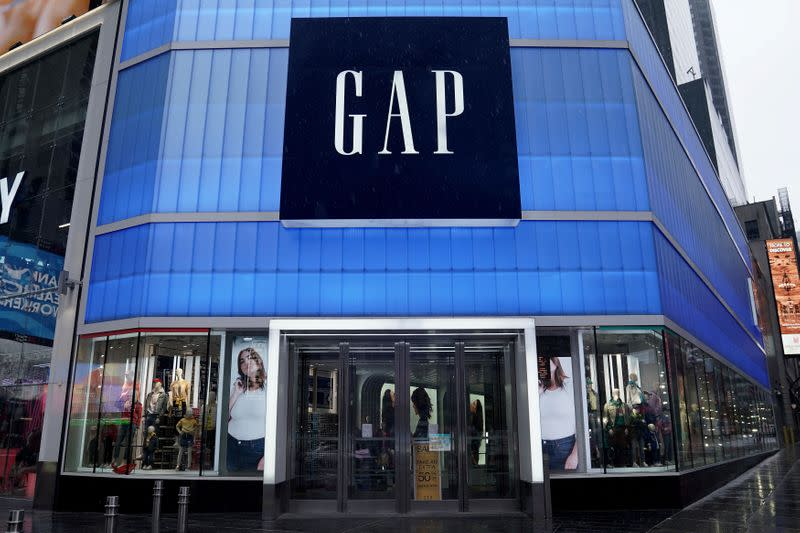 Gap pulls forecast, suspends dividend, taps $500 million credit as coronavirus bites