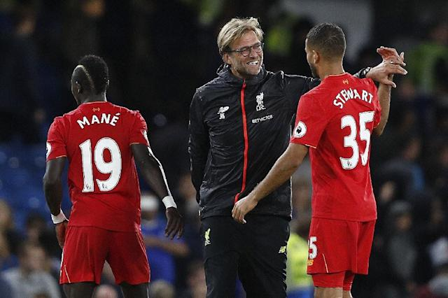 Liverpool's manager Jurgen Klopp (C) celebrates with Liverpool's midfielder Sadio Mane (L) and Liverpool's defender Kevin Stewart during the English Premier League football match against Chelsea September 16, 2016 (AFP Photo/Adrian DENNIS)