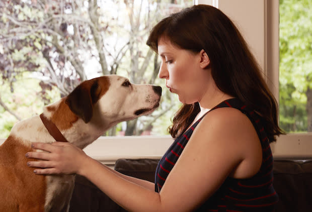 "Allison Tolman as Nan and Ned the dog as Martin in ABC's ""Downward Dog."" (Photo: ABC/Craig Sjodin)"