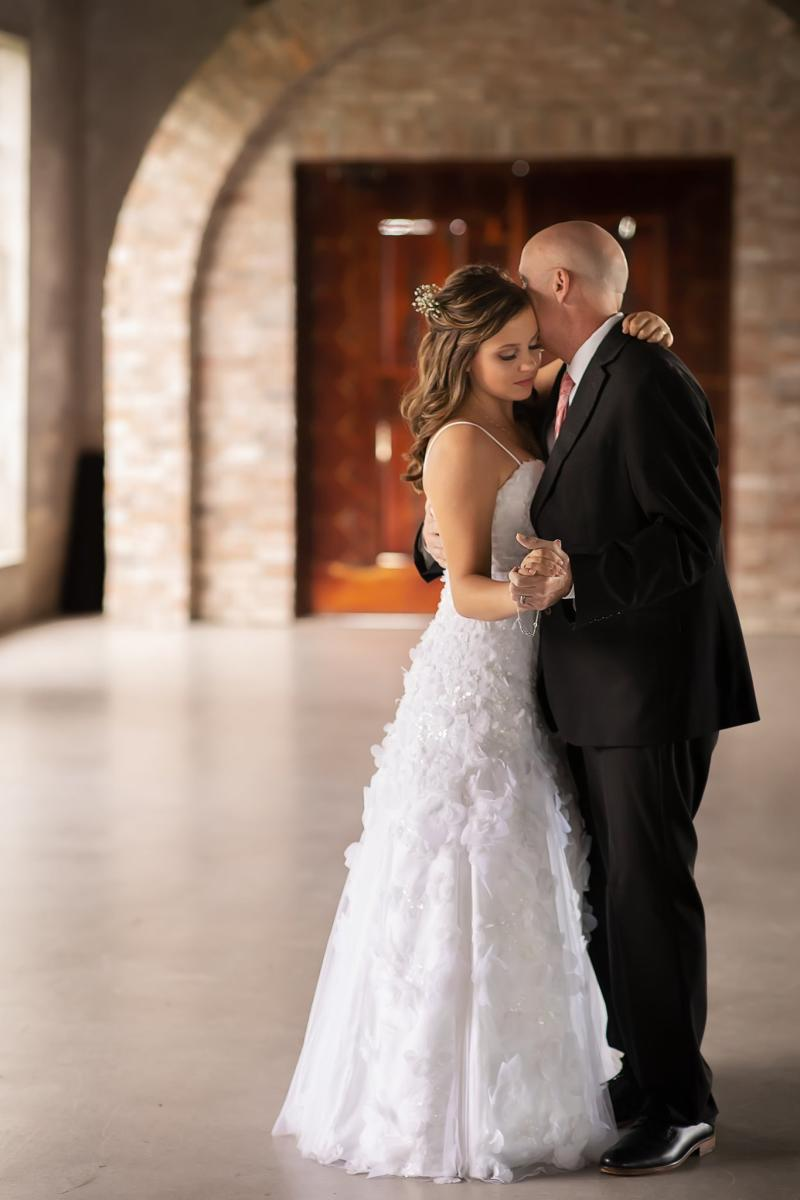 Kaylee Halbert, 18, and her dad Jason, who is terminally ill, shared a father-daughter dance ahead of her future wedding. (Photo: Chubby Cheek Photography)