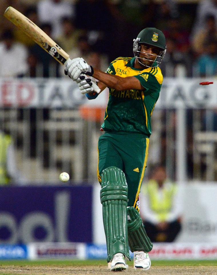 South African cricketer Robin Peterson is clean bowled of Pakistani bowler Junaid Khan during the fifth and final one-day at the Sharjah Cricket Stadium in Sharjah on November 11, 2013. South Africa are winning the five-match series with an unbeatable 3-1 lead. AFP PHOTO/ASIF HASSAN