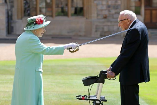 Captain Sir Tom Moore receiving his knighthood from the Queen (Chris Jackson/PA)