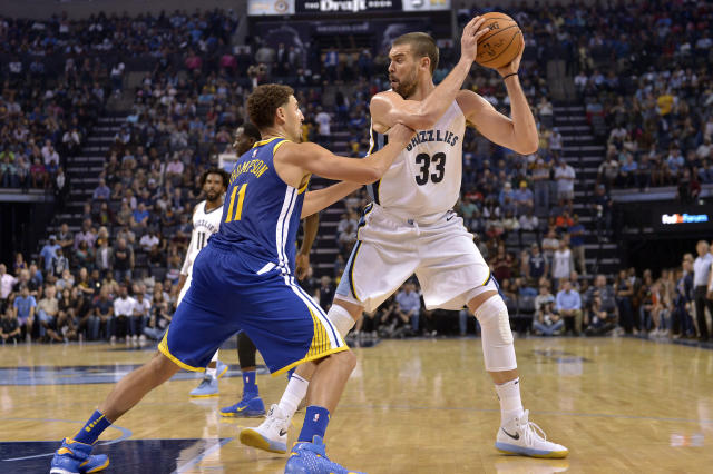 "<a class=""link rapid-noclick-resp"" href=""/nba/players/4892/"" data-ylk=""slk:Klay Thompson"">Klay Thompson</a> digs in and D's up."