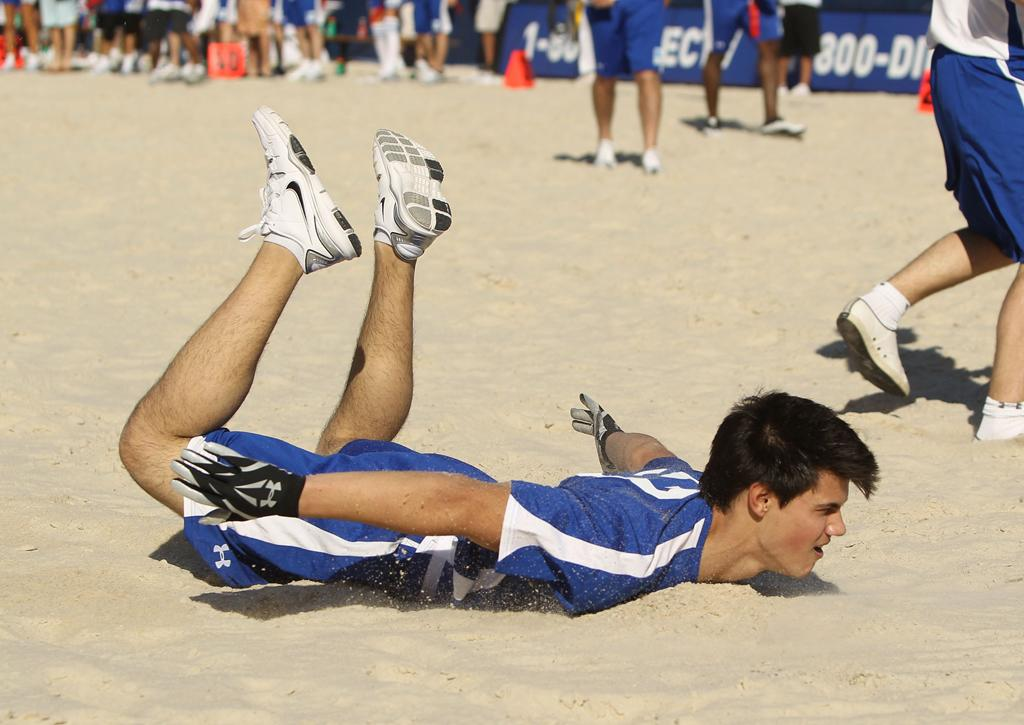 MIAMI BEACH, FL - FEBRUARY 06:  Actor Taylor Lautner plays at the Fourth Annual DIRECTV Celebrity Beach Bowl at DIRECTV Celebrity Beach Bowl Stadium: South Beach on February 6, 2010 in Miami Beach, Florida.  (Photo by Ezra Shaw/Getty Images for DirecTV) *** Local Caption *** Taylor Lautner