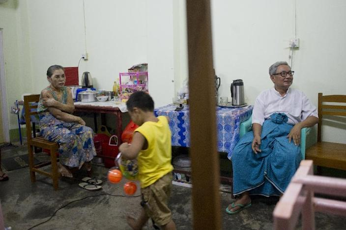 Myanmar member of parliament Ohn Kyaingare, 72, (R) talks with his family in lodgings provided by the government for MPs in Naypyidaw on August 24, 2015 (AFP Photo/Ye Aung Thu)