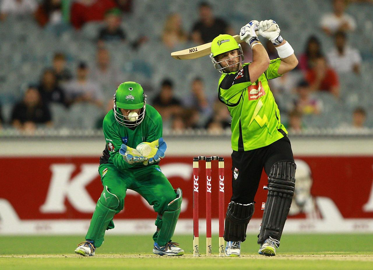 MELBOURNE, AUSTRALIA - JANUARY 08:  Wicket Keeper Rob Quiney of the Stars is struck by the ball as Matt Prior of the Thunder attempts to play a shot during the Big Bash League match between the Melbourne Stars and the Sydney Thunder at Melbourne Cricket Ground on January 8, 2013 in Melbourne, Australia.  (Photo by Robert Prezioso/Getty Images)