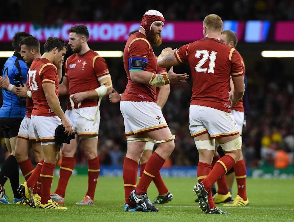 Welsh players celebrate after winning the Rugby World Cup Pool A match against Uruguay at the Millennium stadium on September 20, 2015 (AFP Photo/Loic Venance)