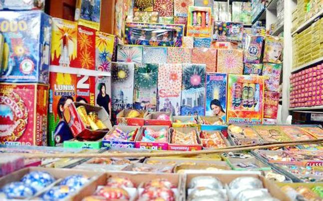 <p>Although the Supreme Court has imposed a ban on selling of firecrackers in Delhi till November 1, many retailers have been found illegally selling crackers.</p>
