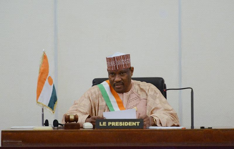 A photo taken on November 6, 2013 shows Hama Amadou (C), then head of Nigers' parliament, delivering a speech at the Parliament House in Niamey, Niger (AFP Photo/Issouf Sanogo)