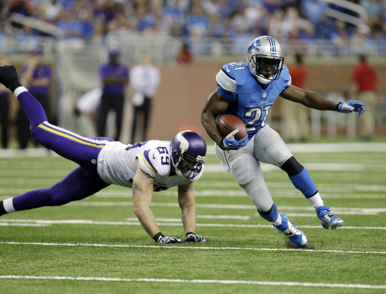 Detroit Lions running back Reggie Bush (21) outruns Minnesota Vikings defensive end Jared Allen (69) during the third quarter of an NFL football game at Ford Field in Detroit, Sunday, Sept. 8, 2013. (AP Photo/Paul Sancya)