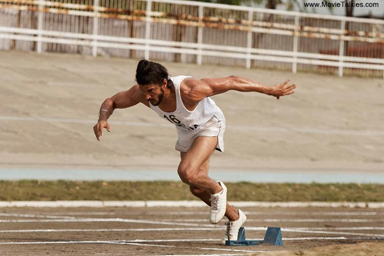 <p>Farhan's athletic physique in <i>Bhaag Milkha Bhaag</i> left his fans drooling. The actor is already blessed with a lean figure, but getting that perfect athletic body was no mean job. Farhan apparently worked out for four hours a day, in two shifts and also followed a strict diet, to acquire the body of a sprinter. Hats off to his dedication!</p>