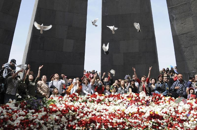 Armenians release white doves and lay flowers at a 2008 memorial to victims of the genocide in Yerevan (AFP Photo/Karen Minasyan)