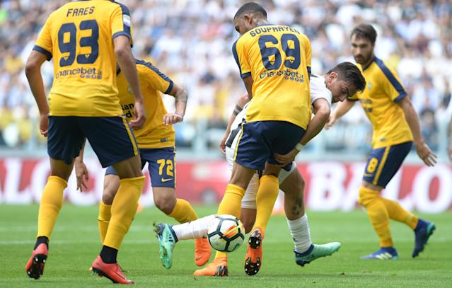 Soccer Football - Serie A - Juventus vs Hellas Verona - Allianz Stadium, Turin, Italy - May 19, 2018 Juventus' Paulo Dybala in action with Hellas Verona's Samuel Souprayen REUTERS/Massimo Pinca