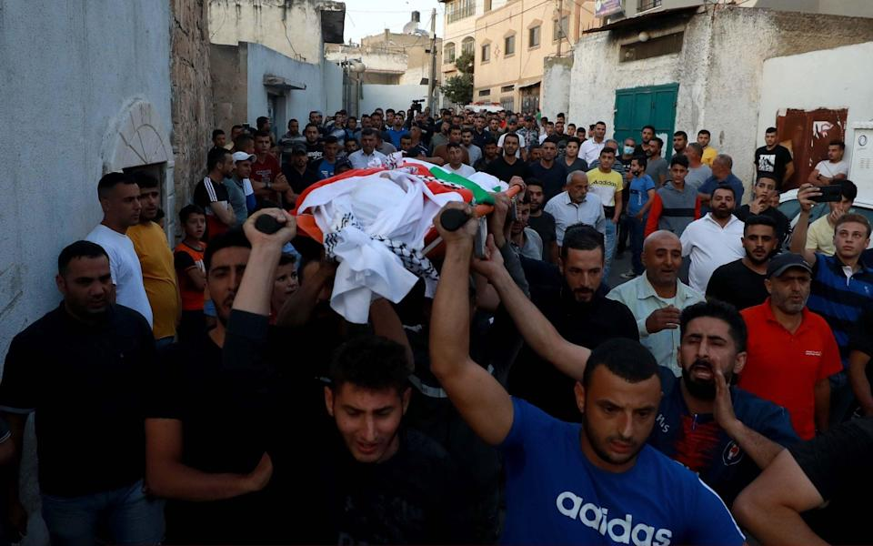 Mourners carry the body of Palestinian teenager Amer Snobar during his funeral procession in Nablus, West Bank - Anadolu