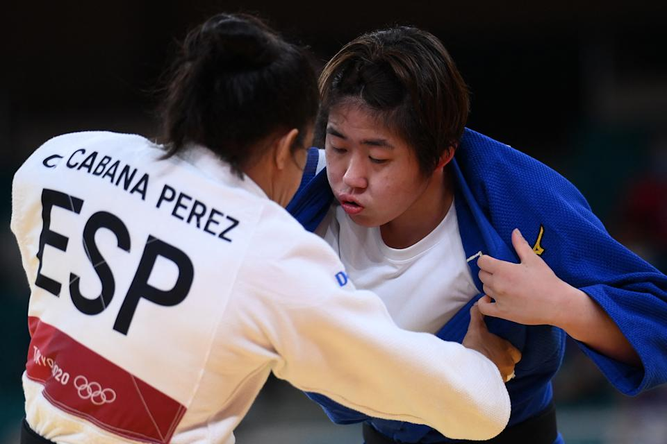 Spain's Cristina Cabana Perez (white) and Philippines' Kiyomi Watanabe compete in the judo women's -63kg elimination round bout during the Tokyo 2020 Olympic Games at the Nippon Budokan in Tokyo on July 27, 2021. (Photo: FRANCK FIFE/AFP via Getty Images)
