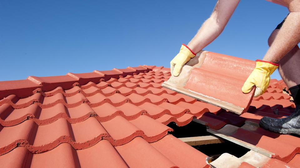 repairman-roof-replacement-yellow-gloves