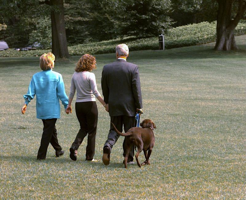 President Bill Clinton leaving the White House for Martha's Vineyard with Hillary Clinton and their daughter Chelsea in August 1998. (Photo: New York Daily News Archive via Getty Images)