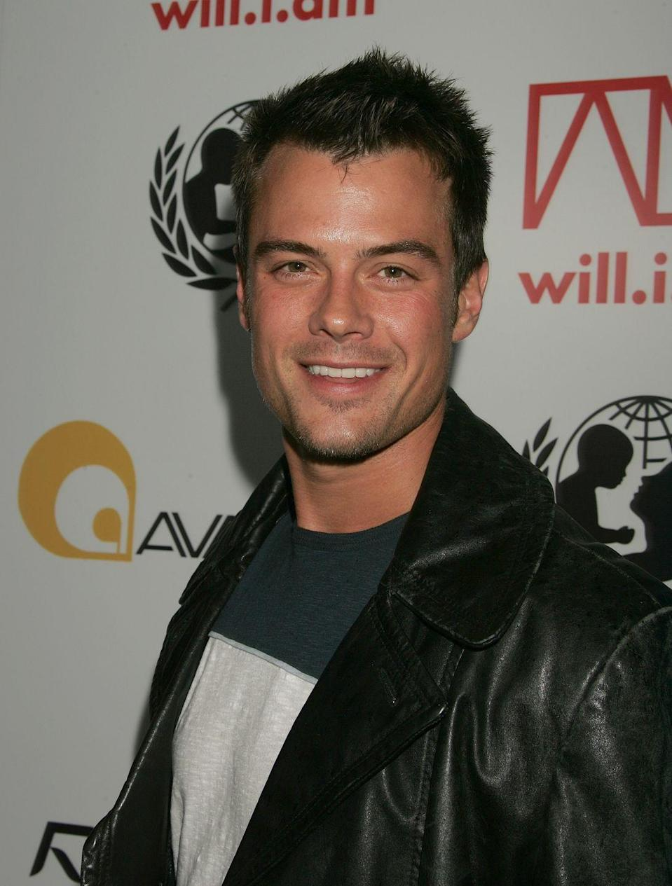 <p>Early in his career, Josh Duhamel kept his naturally dark brown hair cut short and clean. </p>