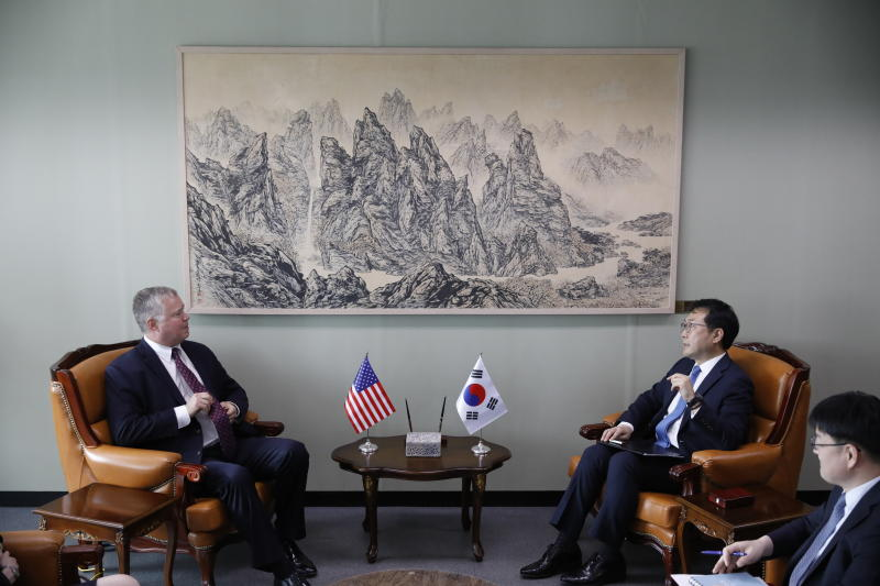 U.S. special envoy for North Korea Stephen Biegun, left, talks with his South Korean counterpart Lee Do-hoon, second from right, during their meeting at the Foreign Ministry in Seoul, South Korea, Wednesday, Aug. 21, 2019. (Kim Hong-Ji/Pool Photo via AP)