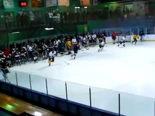 A minors hockey practice at the Kahnawake Sports Complex — YouTube